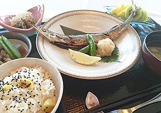 食事一例(秋のさんま定食)